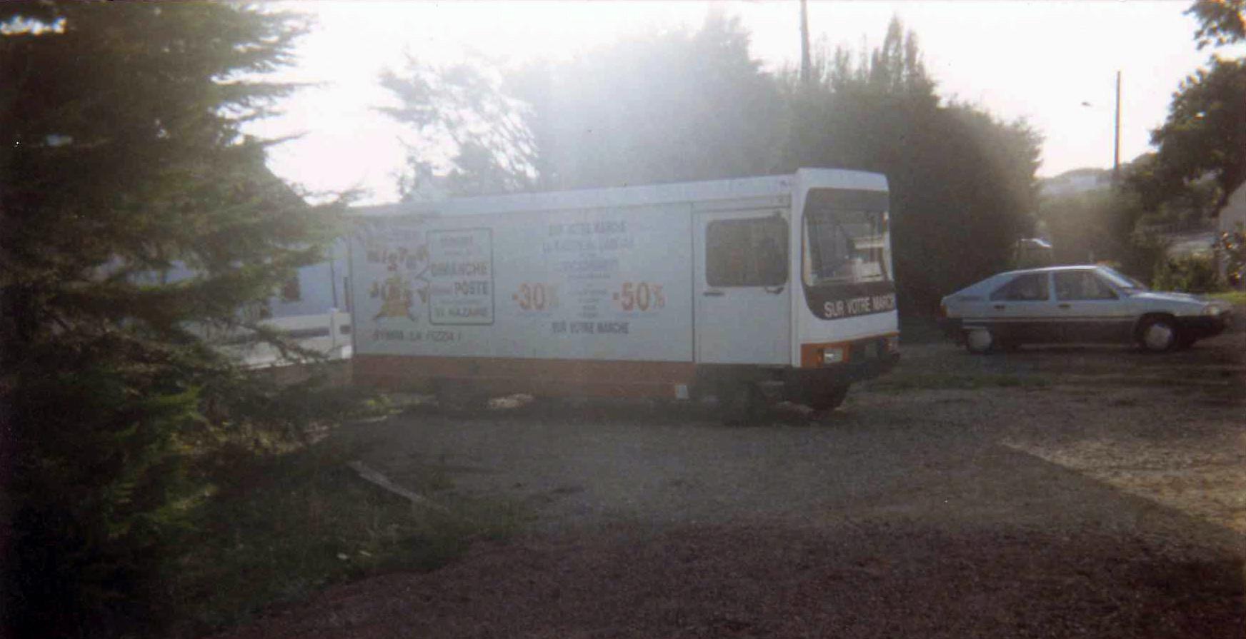 camion-vitrine-lmc-coupe